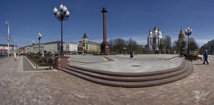 ساحة النصر وكاتدرائية المسيح المخلص في كالينينغراد
