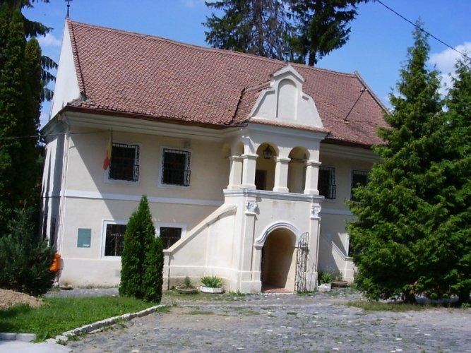 متحف المدرسة الرومانية الأولى في براشوف