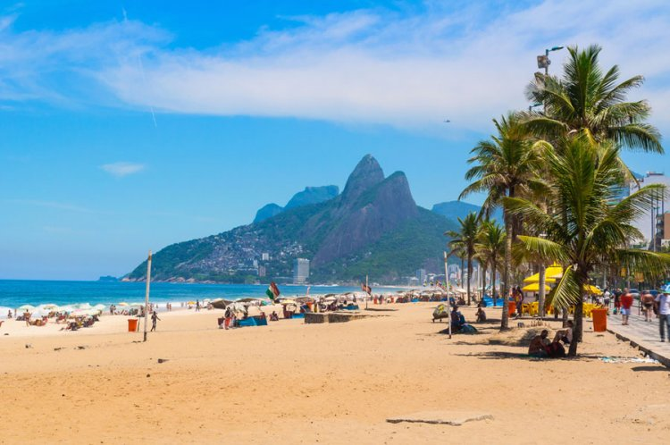 "شاطئ ايبانيما ""Ipanema Beach"" في ريو دي جانيرو"