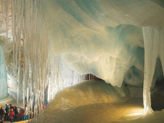 تشكيلات الجليد داخل كهوف إيزرايسنفلت النمسا