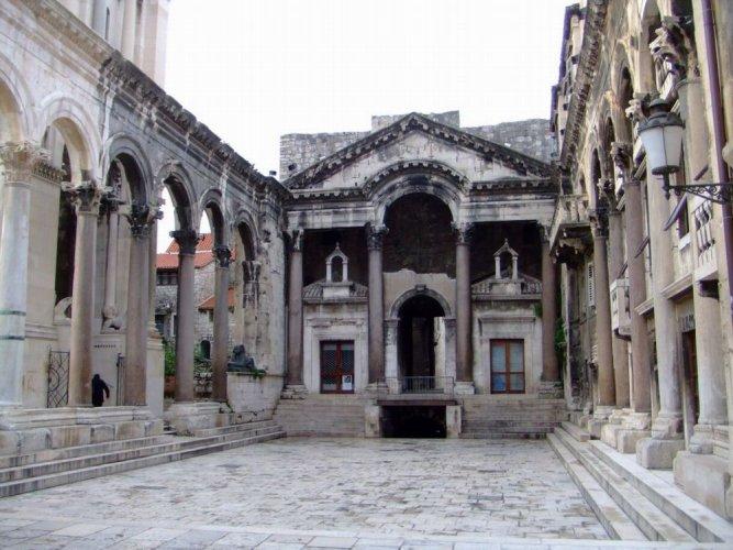 قصر دقلديانوسفي مدينة سبليت - كرواتيا