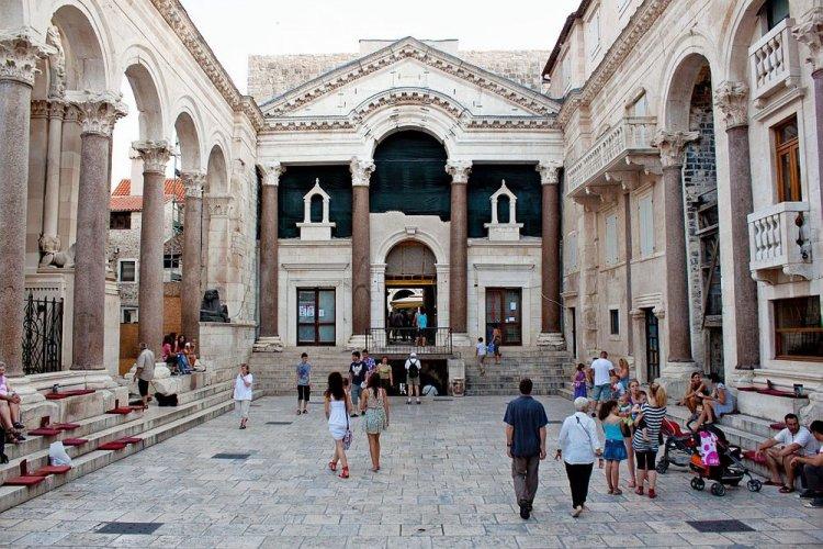 قصر دقلديانوسفي كرواتيا
