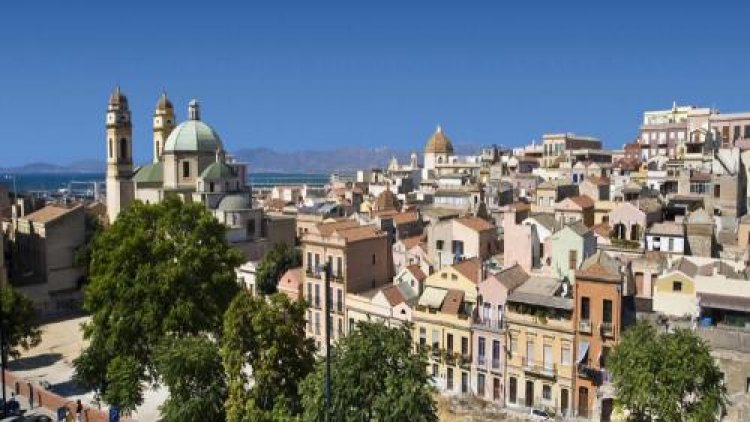 بلدة كالياري القديمة في إيطاليا