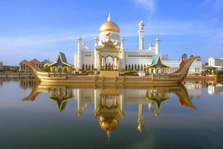 مسجد السلطان عمر على صفي الدين في سلطنة بروناي