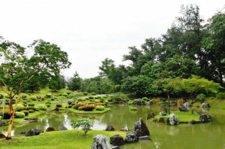 الهدوء في الحديقة اليابانية