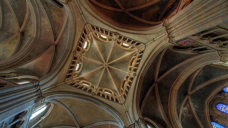 روعة كاتدرائية نوتردام من الداخل