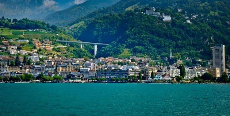 مدينة مونترو في سويسرا