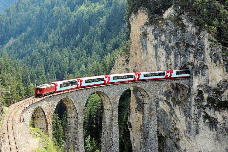 روعة الوادي من القطار في بونتريسينا