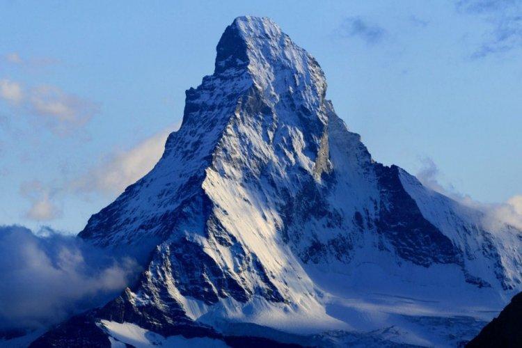 قمة جبل مارترهورن المدببة