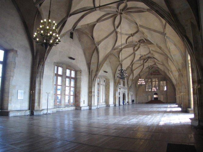 داخل قلعة شاتو دو شيون في سويسرا