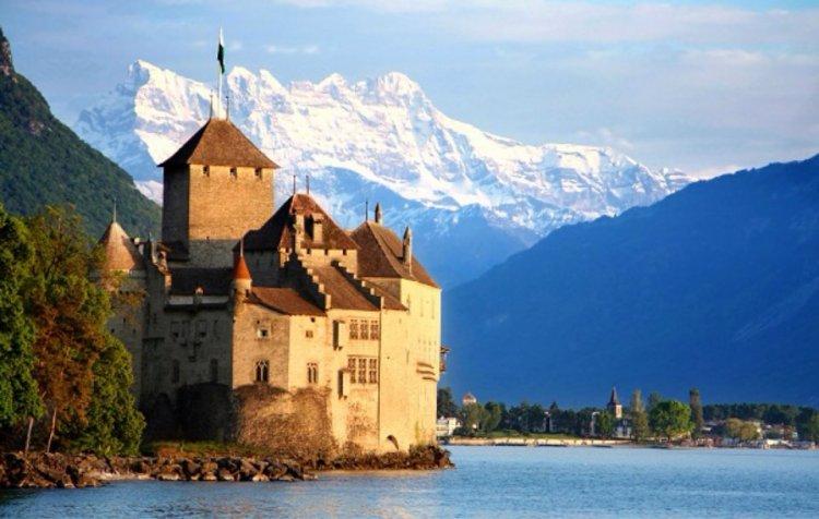 قلعة شاتو دو شيون في سويسرا
