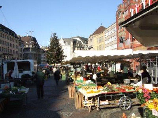 سوق STAD MARKET في بازل