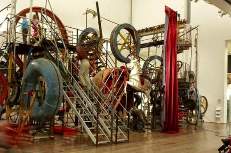 متحف تينغلي Tinguely Museum في بازل