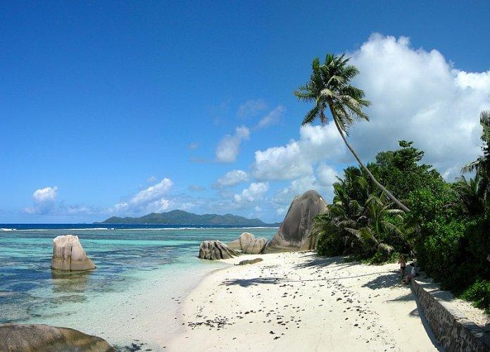 شاطئ انس سورس دارجانت في جزيرة لا دييغو