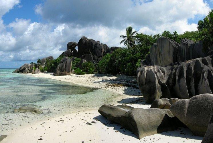 شاطئ انس سورس داراجانت في جزيرة لا دييغو