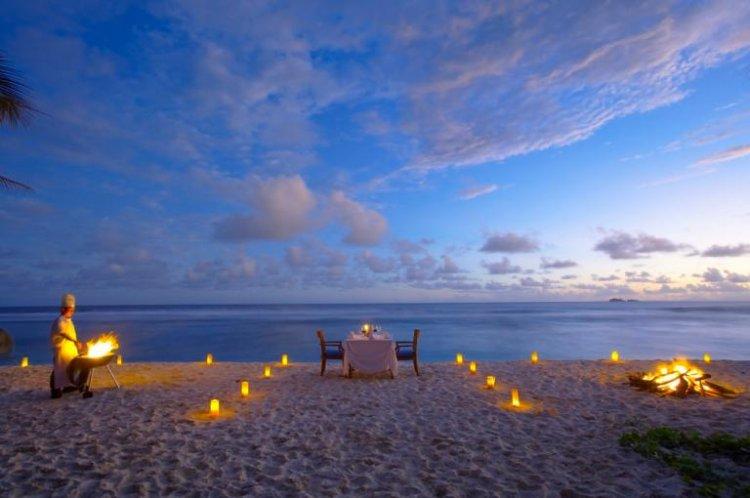 شواطئ جزيرة فريجات ليلًا
