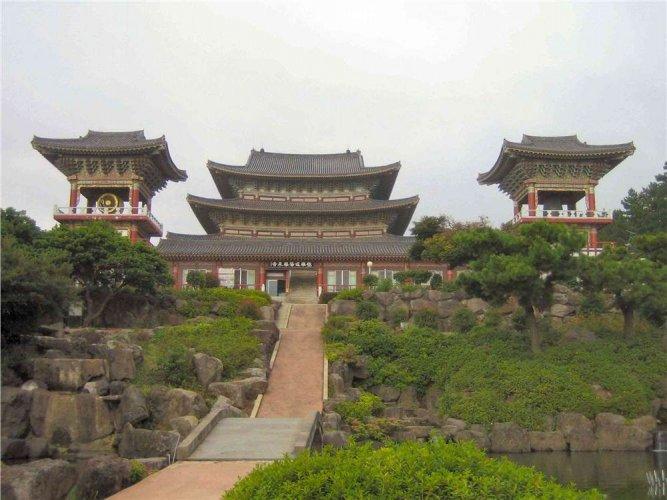 قصر تشانغدوك معالطبيعة الخلابة