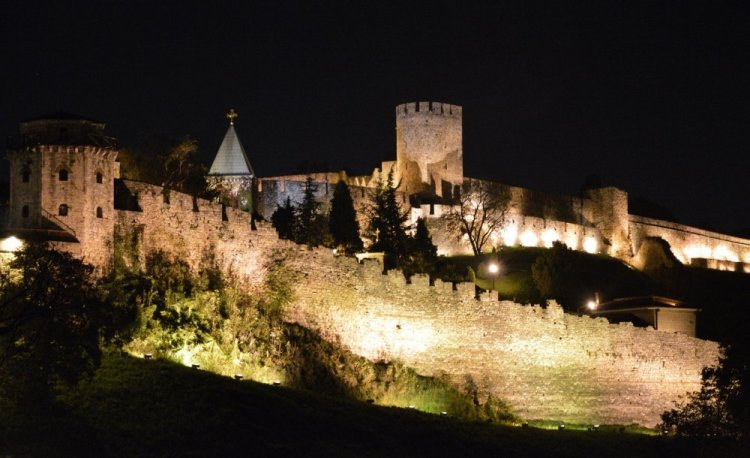 الاضواء الليلة في قلعة بلغراد