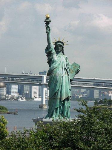 تمثال الحرية بجزيرة أوديبا