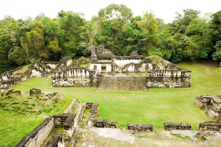 آثار تيكال في غواتيمالا