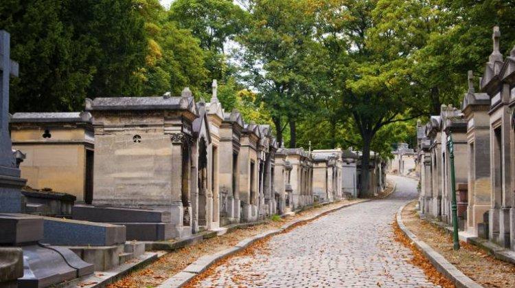مقبرة بير لاشيز في فرنسا