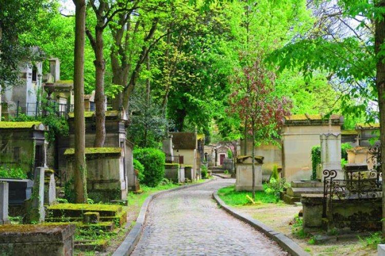 مقبرة بير لاشيز في باريس