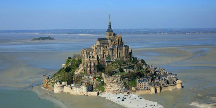 كنيسة جبل سانت ميشيل في فرنسا