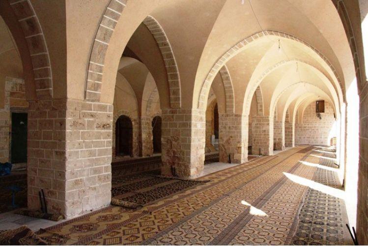 داخل المسجد العمري الكبير