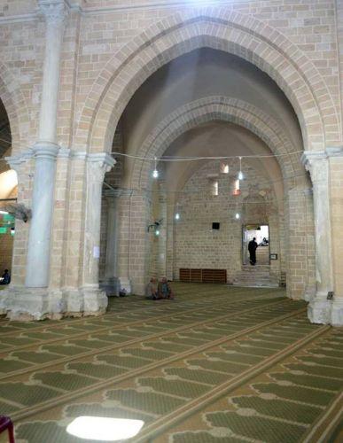 داخل المسجد العمري الكبير في غزة