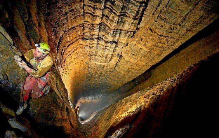 استكشاف كهف سون دونج في فيتنام