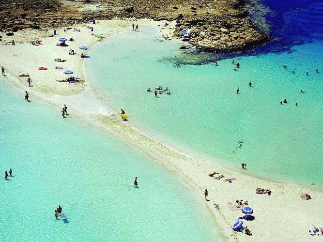 شاطئ نيسي في قبرص