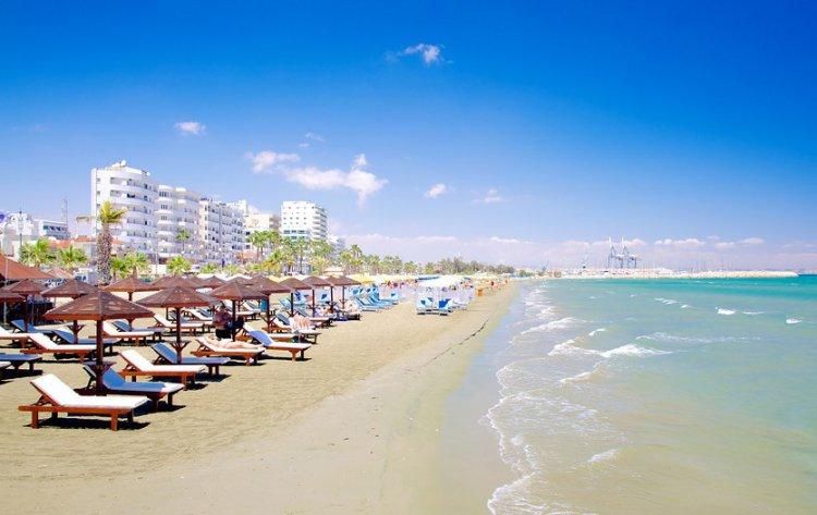شواطئ لارنكا - قبرص