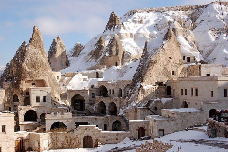 كابادوكيا مدينة جبلية تقع قرب مدينة قيصرية - تركيا