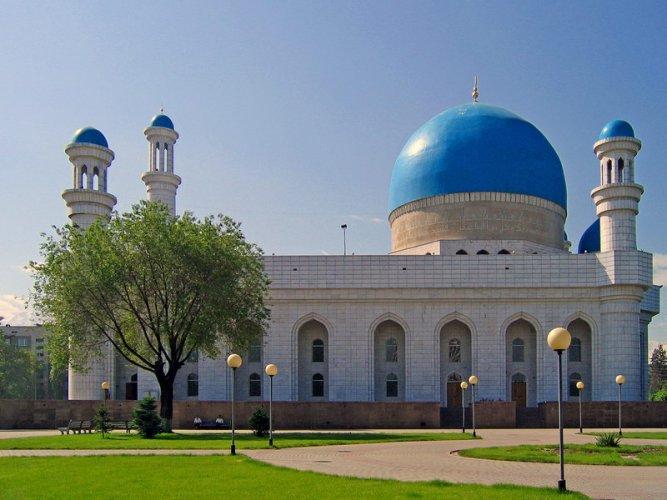 المسجد المركزي في مدينة ألماتي