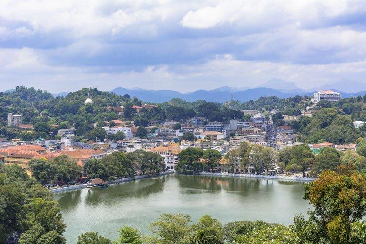 بحيرة كاندي في سريلانكا