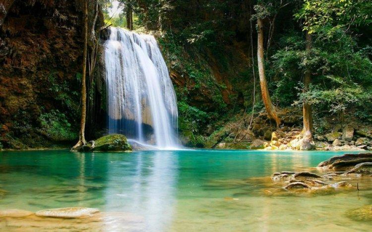 شلالات إيراوان في حدائق تايلاند الوطنية
