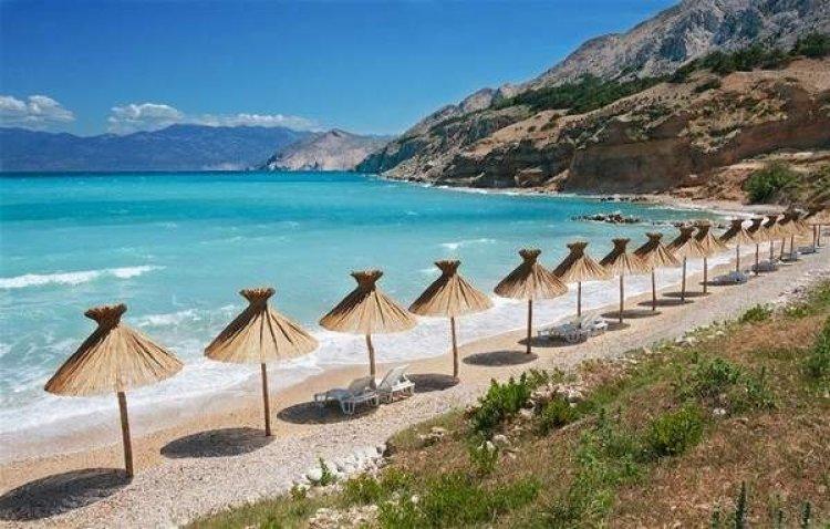 الشواطئ والخلجان والطبيعة الساحرة في جزيرة كرك
