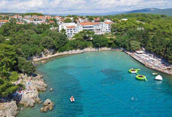 ممارسة الرياضات المائية في جزيرة كرك