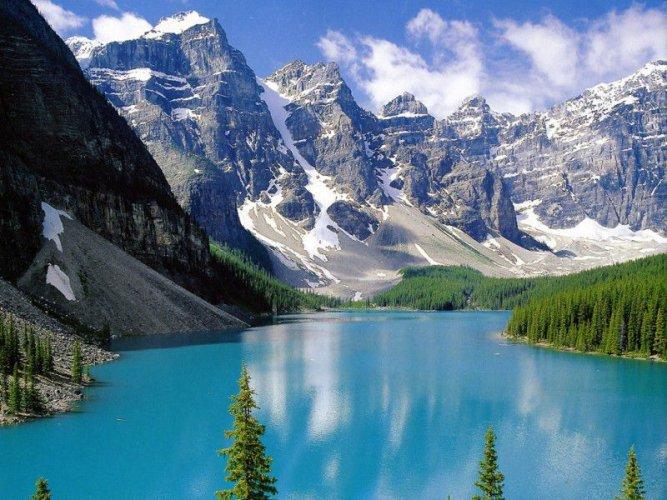 جمال الطبيعة الساحرة وسط الجبال