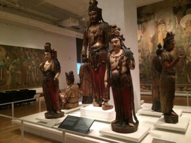 قطع من التراث الفني القديم والحديث في متحف اونتاريو الملكي