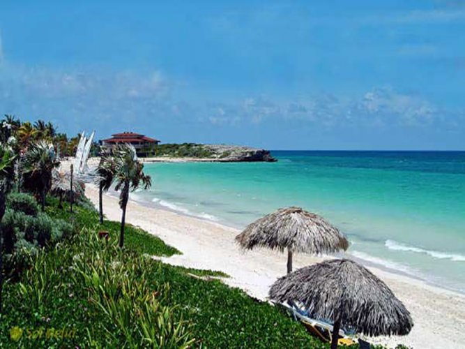 الطبيعة البكر والشواطئ الناعمة والشمس الدافئة في جزيرة كايو كوكو