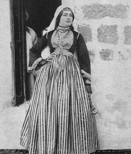 الزي التقليدي اللبناني للمرأة