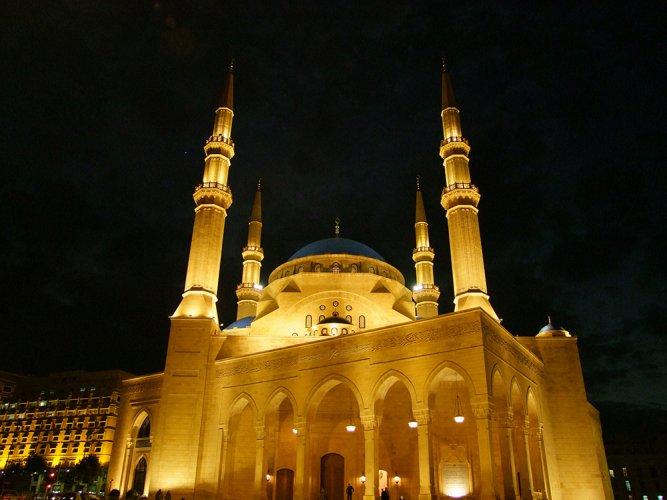 مسجد محمد الأمين في الليل