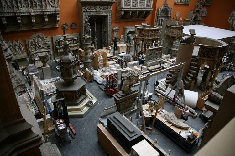 من داخل متحف فكتوريا والبرتفي لندن