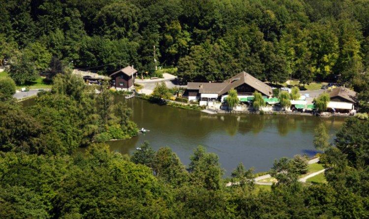غابة و بحيرة Sauvabelin في مدينة لوزان