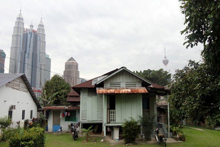 المنازل القديمة فى قرية بارو في مدينة تشوكت ماليزيا