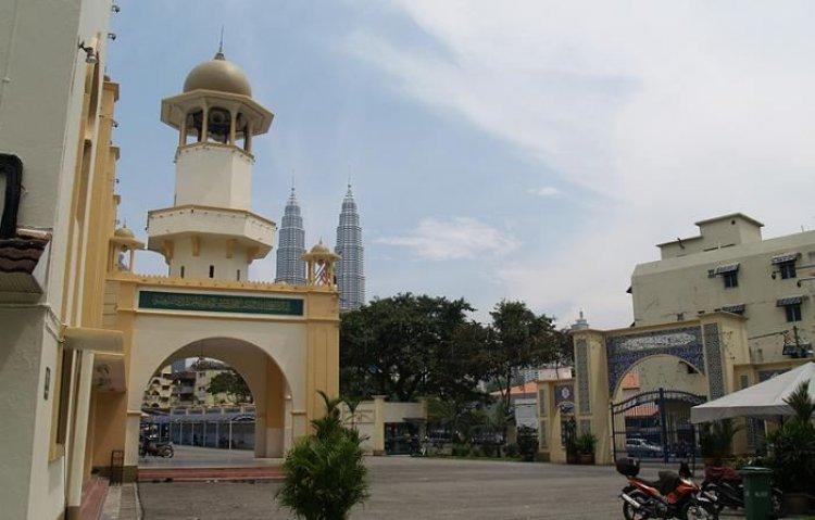 مسجد القرية فى بارو في مدينة تشوكت ماليزيا
