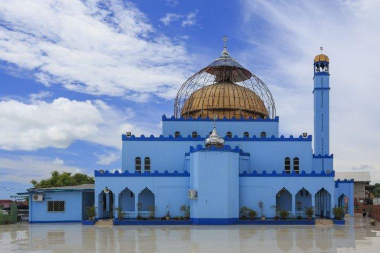 المسجد العائم في مدينة سيمبورنا