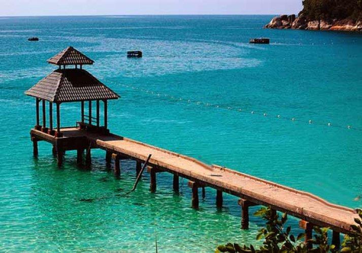ممارسة السباحة في شاطئ جزيرة بيسار
