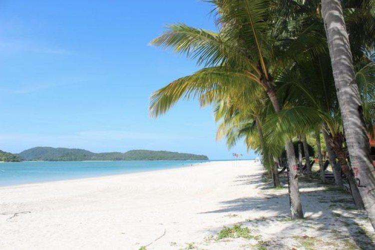 شاطئ سينانج لانكاوي في ماليزيا